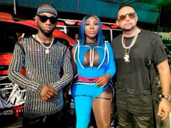 The Queen of Stage Spice is sandwiched by Dumpling original artiste Stylo G (left) and international reggae-dancehall heavy hitter Sean Paul on set of the new video.